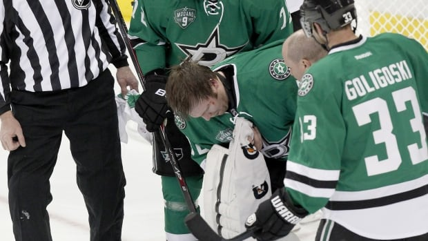 Kari Lehtonen of the Dallas Stars leaves the game after getting injured against the Minnesota Wild in the third period Saturday.