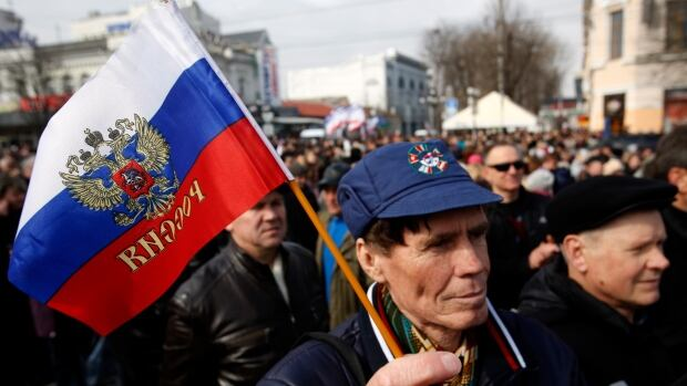 A few thousand people gathered in Crimea's Lenin Square on Sunday morning for a rally in support of a 'Yes' vote in the March 16 referendum on Crimea joining the Russian Federation.