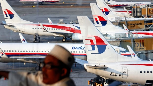 The website of embattled Malaysia Airlines has been hacked by a group proclaiming support for the Islamic State in Iraq and Syria (ISIS).