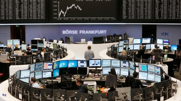 The main German stock index, the DAX, fell below 9000 points for the first time in three months on Friday at the Frankfurt bourse.