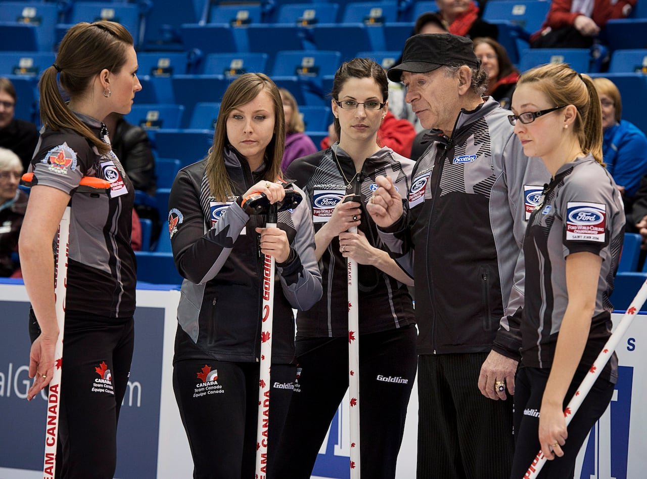 Rachel Homan suffers 1st loss at women's curling worlds