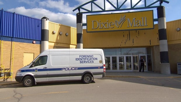 Peel Regional Police are probing an attempted jewelry store robbery at Mississauga's Dixie Outlet Mall.