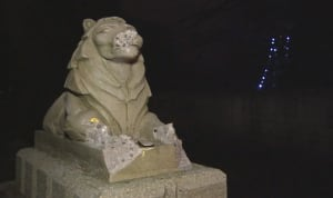 Stanley Park lions statues smashed - vandalism