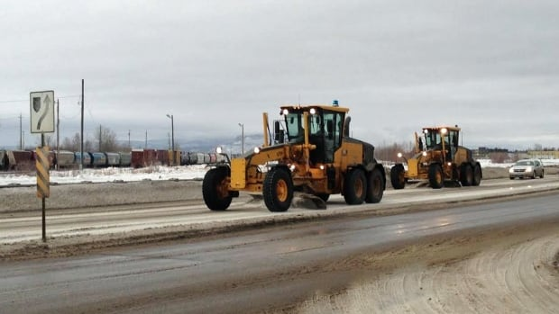 Snowplows made their way along Fort William Road in Thunder Bay on Tuesday morning, as periods of snow mixed with freezing rain and ice pellets continued in a swath extending from the northwest shores of Lake Superior to areas south of James Bay.