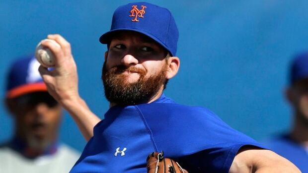 Mets closer Bobby Parnell has a partial tear of the right medial collateral ligament in his right elbow and might require surgery.
