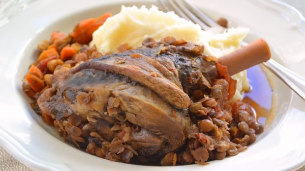 Slow-Cooked Lamb Shanks with Lentils, Garlic & Rosemary