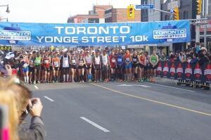 Toronto Yonge Street 10K starting line at Castlefield Avenue
