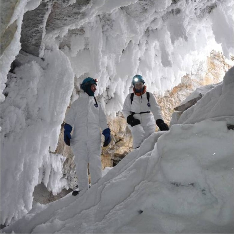 Parks Canada Explores Caves Of Wood Buffalo National Park North - Best winter adventure parks canada