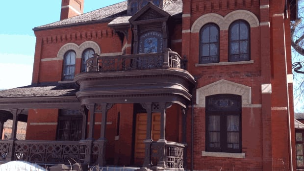 Dalnavert House, a Victorian mansion in downtown Winnipeg, was built in 1895 and was originally the home of Hugh John Macdonald, the son of Prime Minister John A. Macdonald.