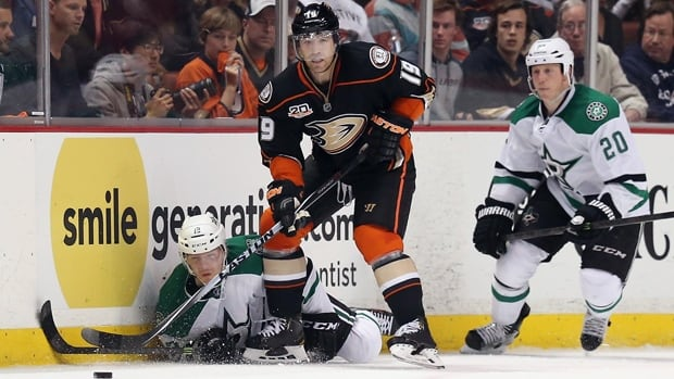 Stephane Robidas (19) of the Ducks steals the puck from Alex Chiasson and Cody Eakin (20) of the Stars in Game 2 on April 18.