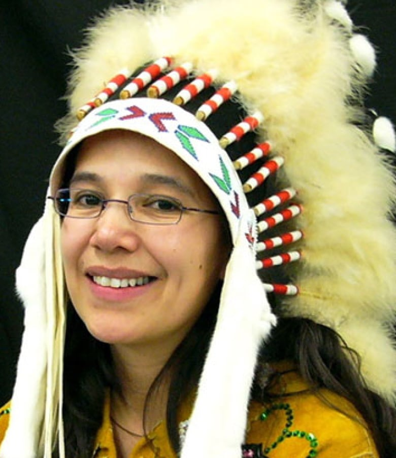 Behind First Nations Headdresses What You Should Know Cbc News