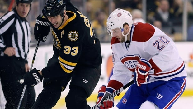 """Canadiens coach Michel Therrien singled out left-winger Thomas Vanek, right, on Friday, saying the player needs to step up his play in Saturday's Game 2 of a NHL Eastern Conference semifinal in Boston. """"I'm not worried ... because he can be a dangerous guy to the other teams,"""" the coach said."""