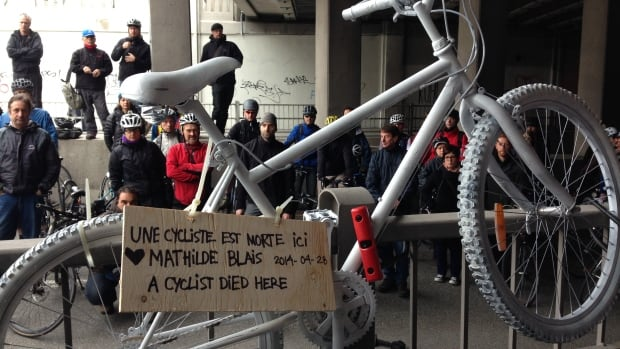 A ghost bike is installed at the site of last week's fatal accident in an underpass on St-Denis Street.