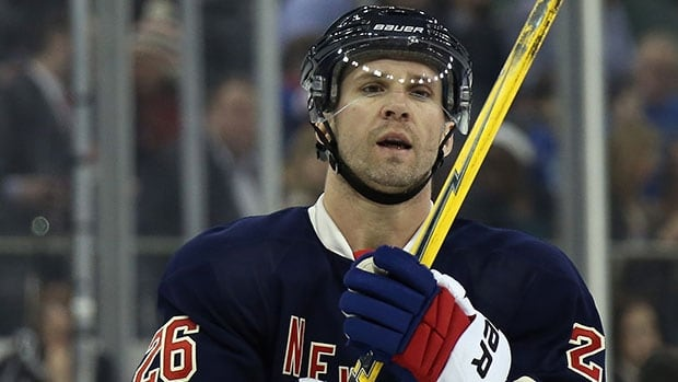 Martin St. Louis's Rangers are in Pittsburgh for a playoff game on Friday night.
