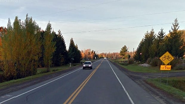 The paved shoulders on Highway 344 between Oka and St-Placide are designated bike paths. This Google Maps screenshot from 2012 is of Highway 344 just next to the Chemin de la Petite-Baie.