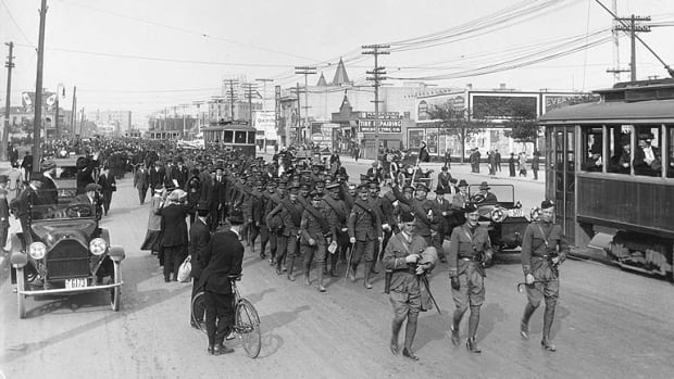 Soldiers on parade on Portage Avenue in 1915.