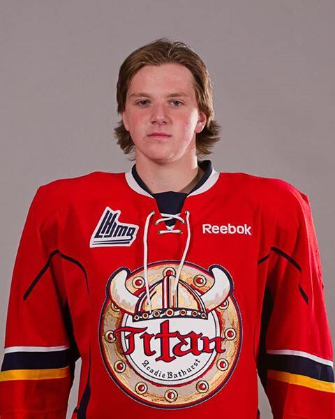 Destello Segundo grado Dato  AED defibrillator helps save teen hockey player's life   CBC News