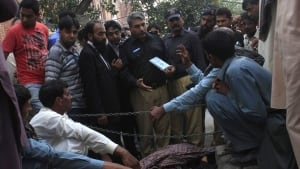 Pakistan courthouse stoning