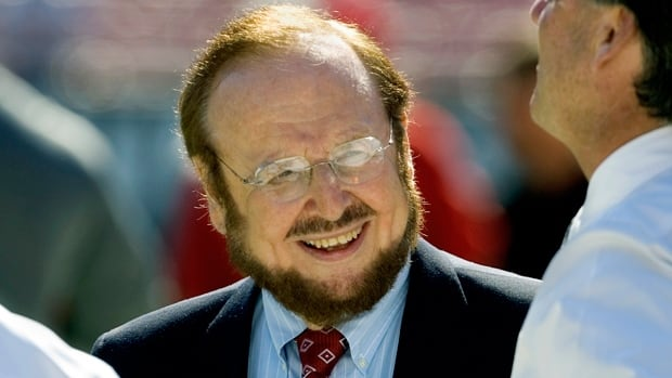 Malcolm Glazer, a self-made billionaire who owned the Tampa Bay Buccaneers and Manchester United, died on Wednesday.