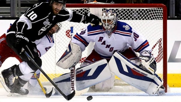 "Rangers coach Alain Vigneault feels goalie Henrik Lundqvist brought his top-level game against Mike Richards and the Kings in Wednesday's Stanley Cup final opener, a 3-2 overtime win by Los Angeles. But he doesn't believe all New York players followed suit. ""We're not going to win if we bring our B game to the table,"" he says."