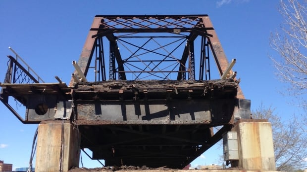 The project involves both the replacement of the 107-year-old Traffic Bridge and the development of the North Commuter Parkway.