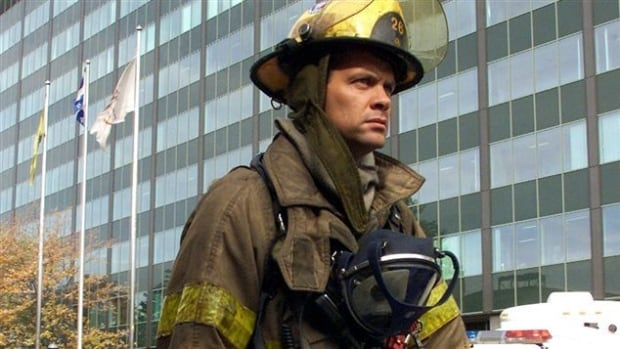 There are currently 454 Montreal firefighters with 25 or more years of service who are eligible for early retirement, according to the firefighters' union.
