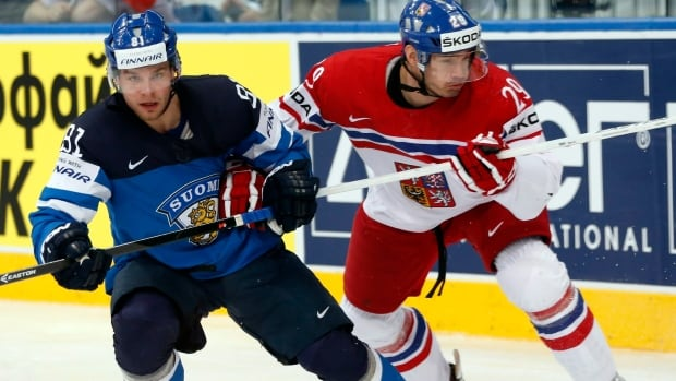 Finland forward Iiro Pakarinen, left, battles for the puck with Czech Republic defender Jan Kolar during a semifinal match at the recent world championships.