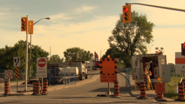 Lees Avenue from Chapel Crescent south to the Transitway will be closed until the end of summer.