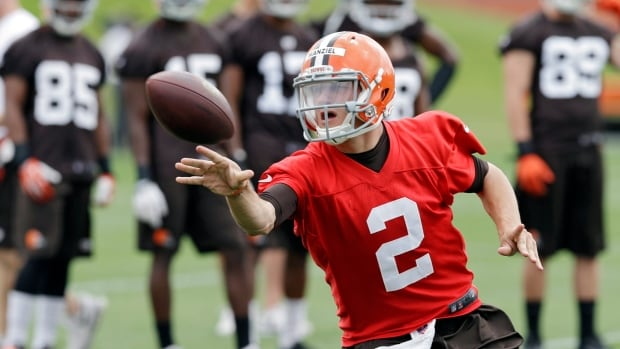 Cleveland Browns quarterback Johnny Manziel pitches the ball during a minicamp session on June 11.