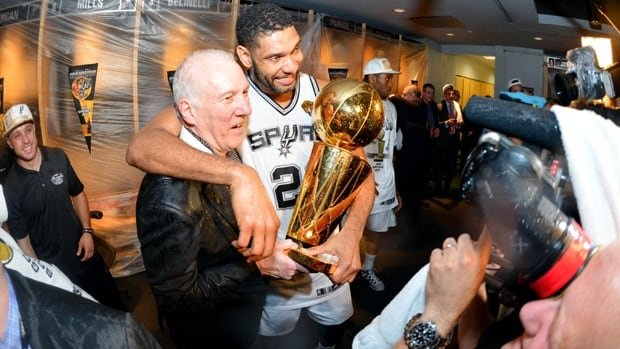 San Antonio head coach and Tim Duncan pose for photographers with the Larry O'Brien Trophy at AT&T Center last Sunday.