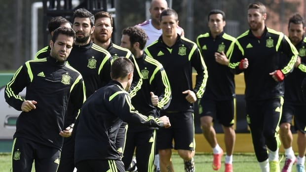 Spain's players take part in a training session at CT do Caju in Curitiba at the 2014 FIFA World Cup on the eve of the 2014 FIFA World Cup Group B football match between Spain and Australia.