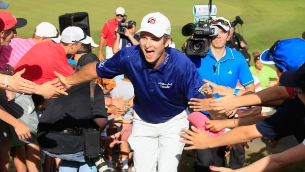 Kevin Streelman celebrates with the fans after winning the Travelers Championship golf tournament on Sunday.
