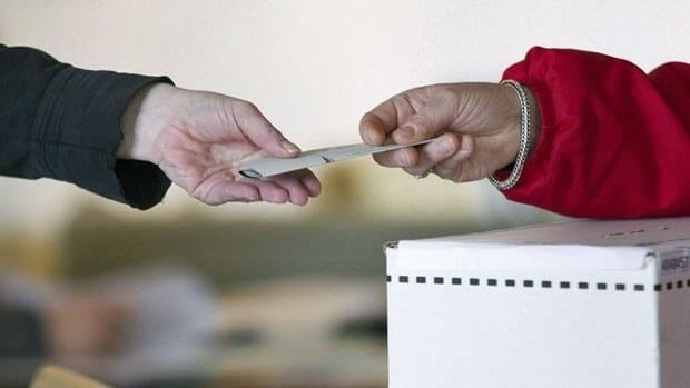 An Ontario Court of Appeal judge on Monday denied the federal Attorney General's request for a stay on a lower court ruling. That earlier ruling had overturned an amendment to the Canada Elections Act only allowing expats to vote in Canadian elections if they had lived out of the country for less than five years.