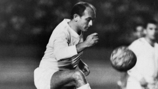 One-time Real Madrid forward, seen here in an Aug. 25, 1963 game at the Little World Cup Series in Caracas, Venezuela, died at age 88, two days after a heart attack. His goals placed him alongside the all-time great players and propelled Madrid to five straight European Champions Cups.