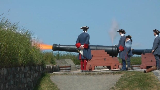 The professionals fire the Fortress Louisbourg gun.