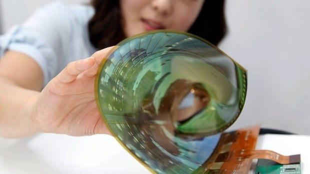LG said the flexible, 18-inch display has a resolution of 1200 pixels by 810 pixels and maintains its function when it is rolled up.