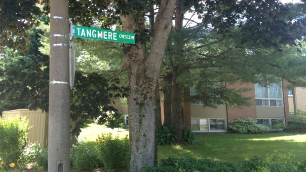 Halifax police say a pizza delivery man was held up at knifepoint on Tangmere Crescent early Saturday.