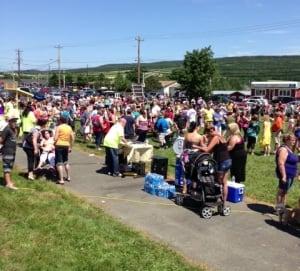 Neavaeh's lemonade stand crowds