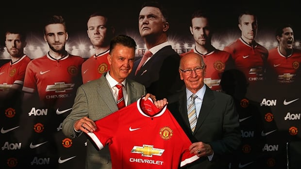 Louis van Gaal, left, and Manchester United legend Sir Bobby Charlton pose for photographers at Old Trafford on Thursday.