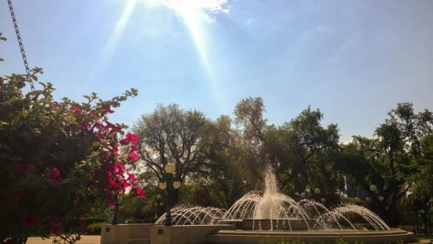 The sun beats down on the fountain by the Manitoba legislative building on Monday.