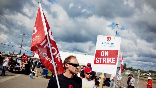 Bombardier and Unifor officials reached an agreement on picket line protocol on Wednesday, avoiding a court injunction the company had been seeking.