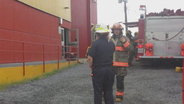 Crews have extinguished a small fire at the building that houses the CBC and the courthouse in Inuvik, N.W.T., Thursday evening.