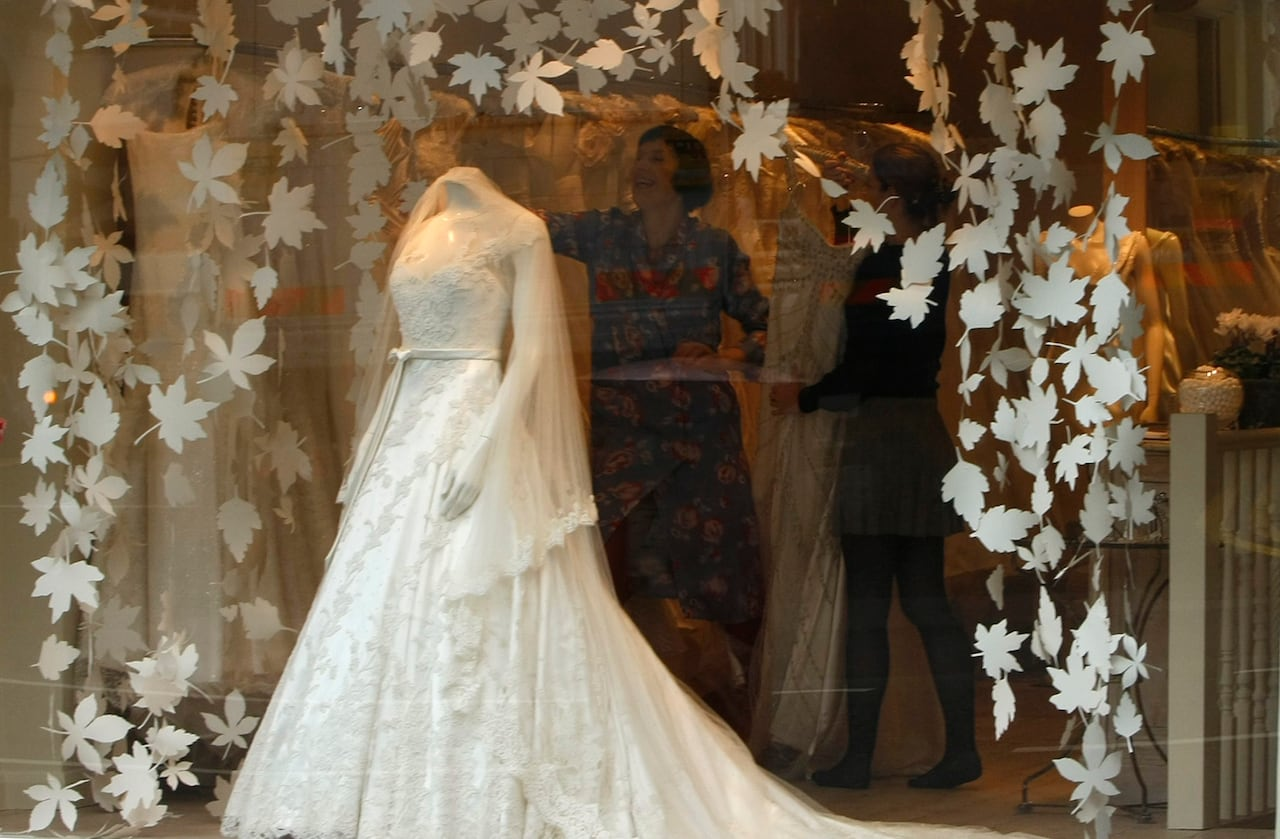 Wedding Costs Can Be Trimmed With A Few Simple Tricks: Wedding Dress Booze Funny At Websimilar.org
