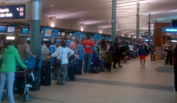 airport lineups