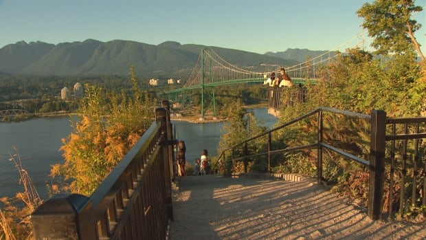 Prospect Point, which offers views of the Lions Gate Bridge and of the water across to North Vancouver and West Vancouver, is a popular destination in Stanley Park.