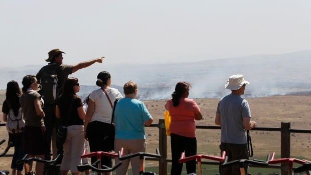 Israelis and tourists watch the fighting between forces loyal to the Syrian regime and rebels, as seen from the Israeli-occupied Golan Heights, near the Quneitra border crossing, in 2013.