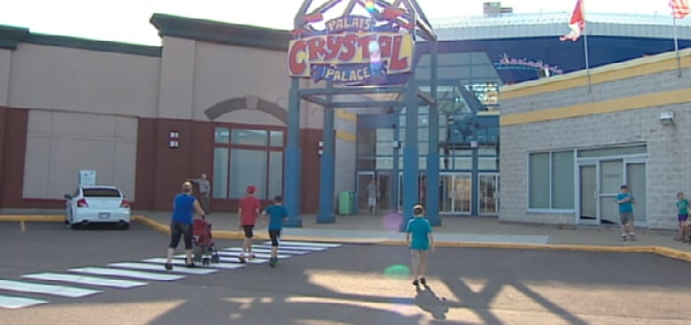 Crystal Palace closure leaves some tourists 'pretty mad' | CBC News