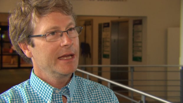 Coun. David Chernushenko wants the city to align its targets for reducing greenhouse gas emissions with the more aggressive ones set by the Ontario government.