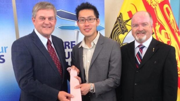 Premier David Alward, Appnovation CEO Arnold Leung , Economic Development Minister Bruce Fitch