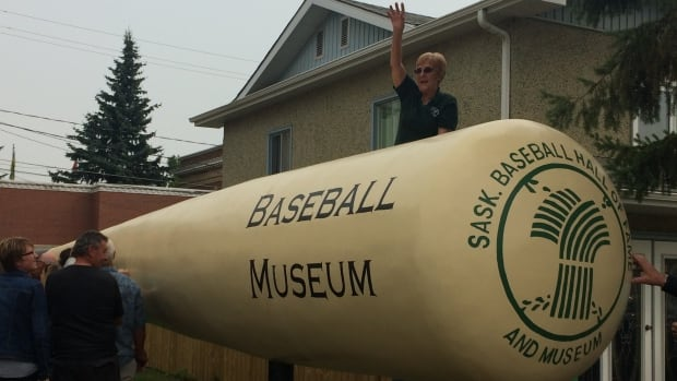 Canada's biggest bat is unveiled at its new home in Battleford, Sask. It is 15.2 meters and weights about 2500 pounds.